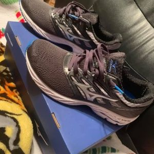 New with tags. Mizuno wave shadow running shoes.
